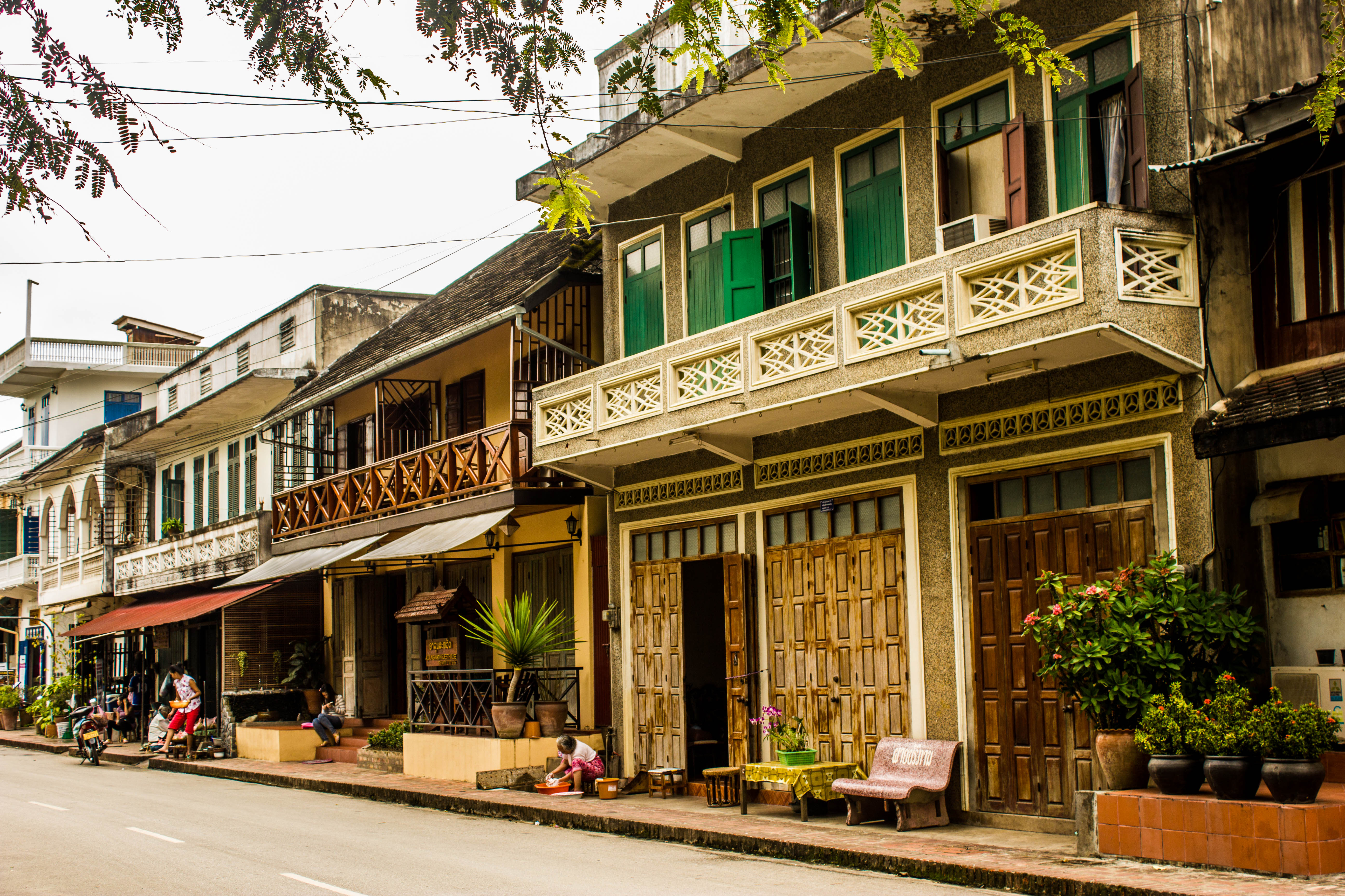 how to go from airport luang prabang to city