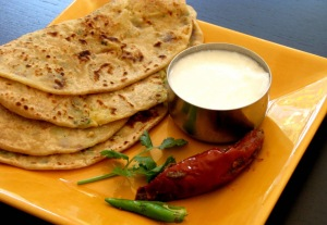 Stuffed paranthas. Image from www.traiteur-metisse.fr.